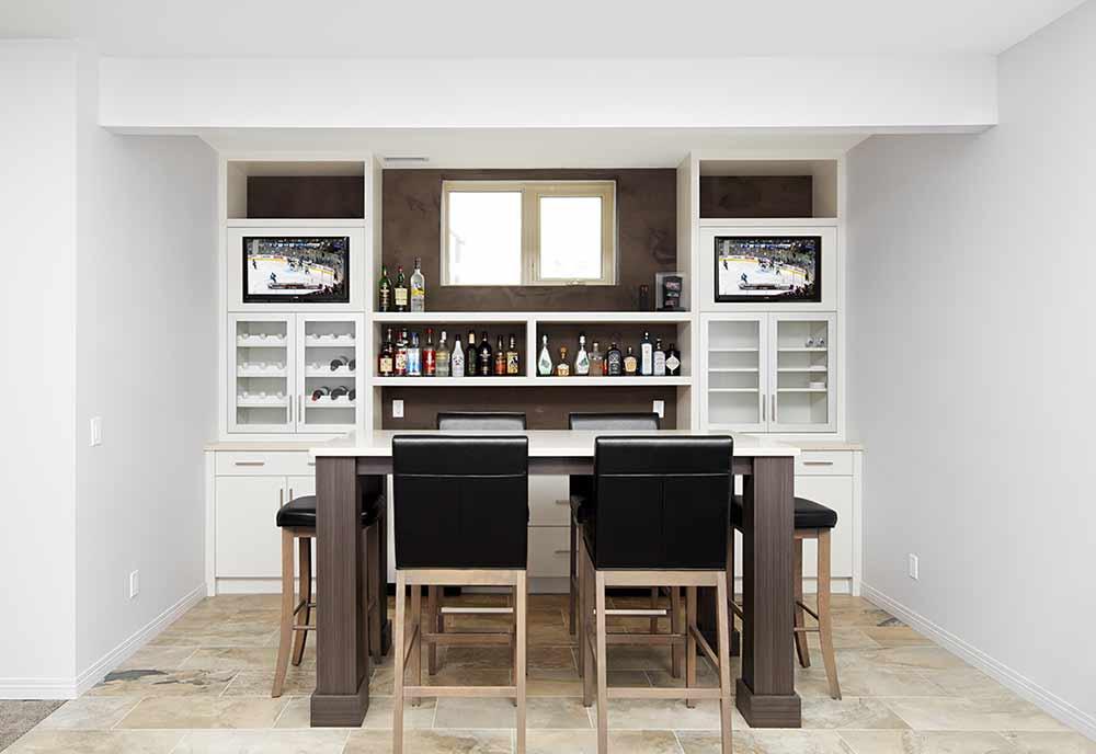 Livingroom and Bar